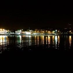 Cascais bei Nacht.