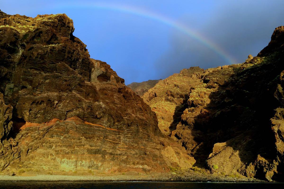 Ein Regenbogen. Den hätten wir hier, im trockenen Süden von Teneriffa, nicht erwartet.