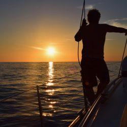 Dem Sonnenuntergang entgegen. Vor Portimao.