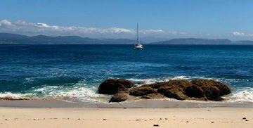 TinLizzy vor der Isla Ons vor Anker.