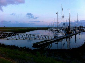 Hafen bei Niedrigwasser.