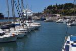 Die Marina von Funchal. In Hintergrund die AIDA.