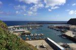 Die Marina von Vila do Porto auf Santa Maria, Azoren.