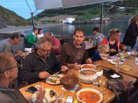 Abendessen in Porto Pim.