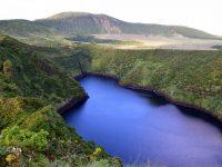 Das Hochland von Flores. Kratersee.