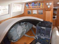 Gemütliches Hafenleben ;-). Für die Reparatur des Autopiloten muss die Achterkabine ausgeräumt werden.....