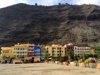 Puerto Tazacorte auf La Palma. Am Fels ist alles verdorrt. Ein ungewohnter Anblick nach 3 Monaten Azoren-Segeln....