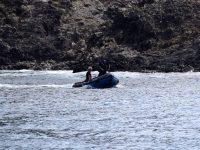 Schlauchbootfahren mit der Polizei :-). Die Policia Maritima chauffiert Jochen zur Station auf der Ilha Selvagem, damit er im Internet einen Wetterbericht holen kann...