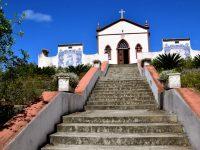 Ermida de Nossa Senhora de Fatima. 14 Treppenabsätze müssen die Gläubigen zur Kirche hinaufsteigen.