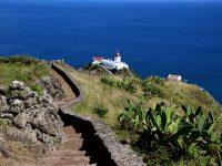 Der Leuchtturm von Ponta do Costelo im Südosten.