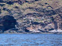 Bei Puntagorda: Siedlung direkt im Fels.