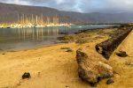 Yachthafen mit Strand.