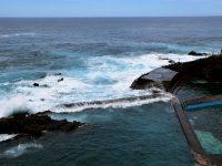 Das Felsenschwimmbad bei La Fajana.