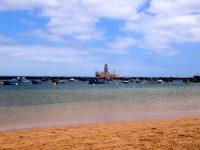 Playa de las Teresitas. Ein sehr schöner Strand, lägen nicht so viele Bohrschiffe davor....