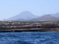 Golfplatz mit Teide-Blick. Hier sieht man, wieso der Durchschnittstourist 400l Wasser pro Tag verbraucht.....