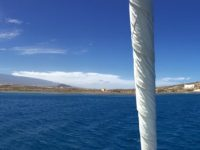 Ankern in der Bucht vorm Montana Roja. Wir sehen erstmals den Teide.