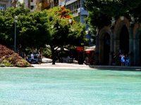 Der Plaza de Espana mit künstlicher Lagune, die sich mit den Gezeiten füllt oder leert....