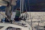 Einlaufen in Puerto de la Estaca, El Hierro. Jochen macht die Leinen klar.