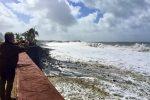 Tazacorte, stürmische See. von Strand ist nicht mehr viel zu sehen.