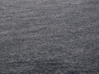 Platt wie ein Dorfteich: Die Bucht vorm Playa Quemada bei stürmischem, ablandigen Wind mit Platzregen.