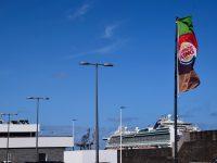 Immer noch beim Burger König im Hafen von Arrecife - zusammen mit den Kreuzfahrern....
