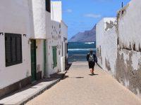 Auf dem Weg zum Wasser. Caleta del Famara.