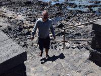 Aufwärts. Strandspaziergang in Caleta Caballa.