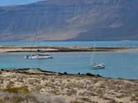 TinLizzy vor Anker am Playa Francesa, La Graciosa.