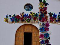 Vor der Kirche. Caleta del Sebo, La Graciosa.