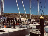 Im Hafen von Vila do Porto, Santa Maria. Die Milagro liegt schräg gegenüber .....