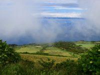 Wolkenspiele. Hinten die Insel Pico.