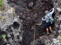 Sportlicher Abstieg zum Felsenpool. Faja do Ouvidor.
