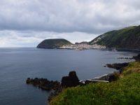 Blick auf den Hafen von Velas, von Queimada aus.