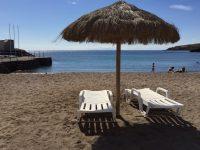 Strandleben. Praia. Viel ist nicht los.