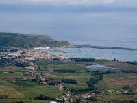 Praia da Vitoria. Die Ankerbucht, von Süden aus gesehen.