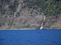 Landfall Velas. Überall sehen wir Wasserfälle.