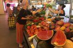 Einkaufen im Mercado von Olhao.