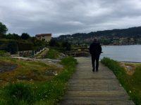 Uferweg in der Bucht von Aldan.
