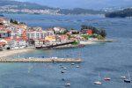 Im Ria von Pontevedra. Der Strand und der Ankerplatz von Raxo.