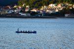 Drachenbootfahrer in Muros.