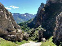 Vom Gipfel abwärts zurück in das Tal bei Fuente De.