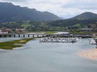 Die Marina in der Lagune von Ribadesella. Für Transityachten gibt es einen Steg an der Außenkante.