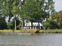 Kleines Gasthaus am Rande des Kiel-Kanals.