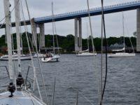 Gedränge vor der Strelasund-Brücke.