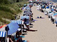 Strandleben, Corona-Style. Alles hat seine Ordnung ....